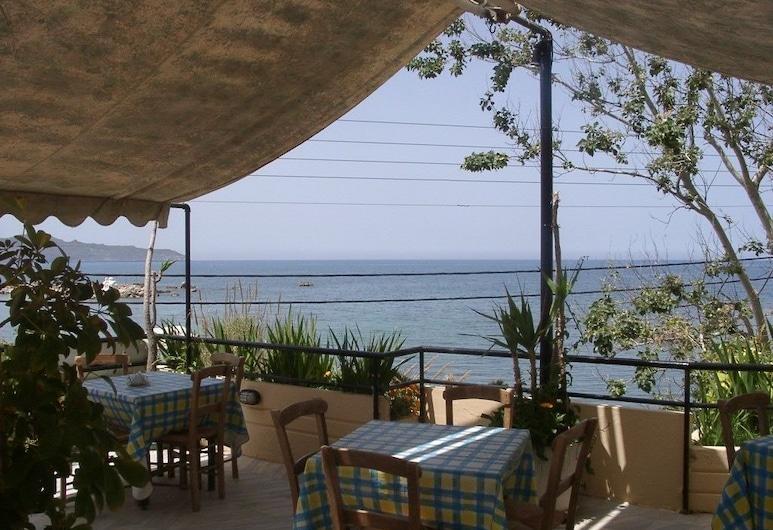 Ξενοδοχείο Ακάστι, Χανιά, Γεύματα σε εξωτερικό χώρο