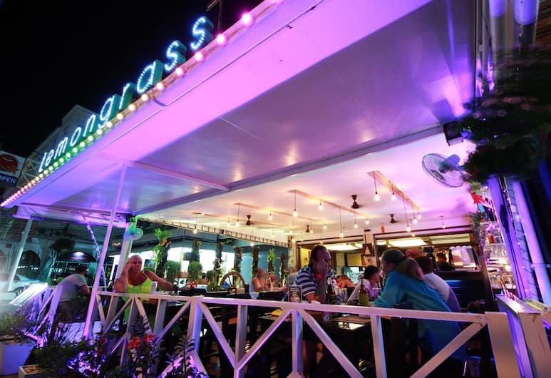 Lemongrass Hotel, פטונג, ארוחה בחוץ