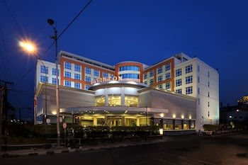 Picture of Cavinton Hotel Yogyakarta in Yogyakarta