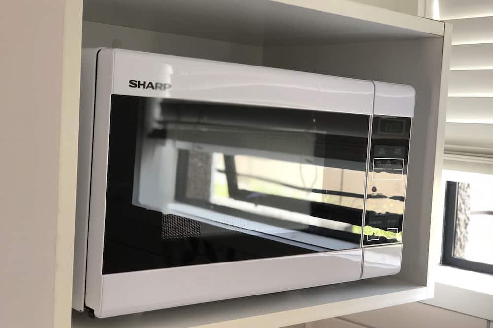 Студия, 1 двуспальная кровать «Квин-сайз», для людей с ограниченными возможностями - Микроволновая печь