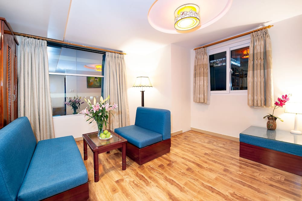 Executive Suite, City View - Living Area
