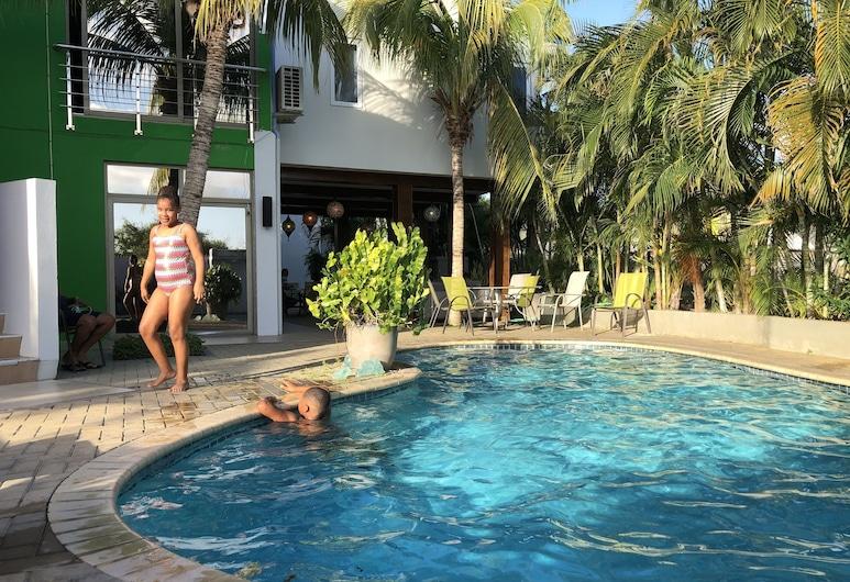 昆特旅館, 威廉斯塔德, 室外游泳池