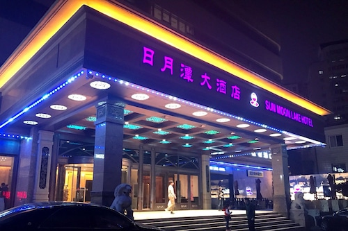โรงแรมซันมูนเลค/