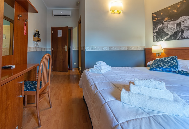 B&B A Picture of Rome, Rome, Deluxe Double or Twin Room, Guest Room