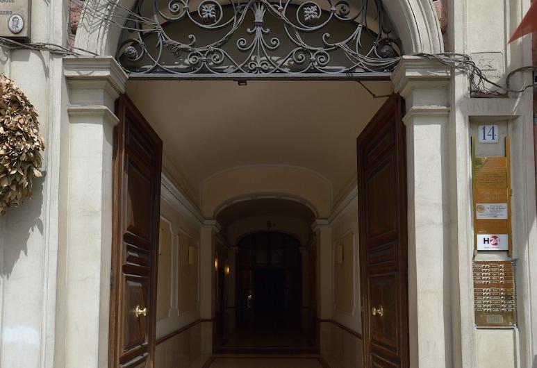 بد آند بريكفاست إيه بيكتشر أوف روم, روما, واجهة الفندق