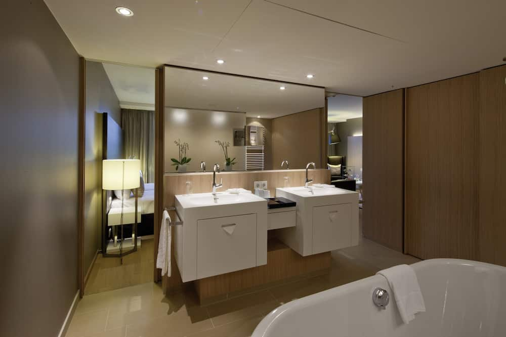 One Bedroom Executive Suite - 浴室