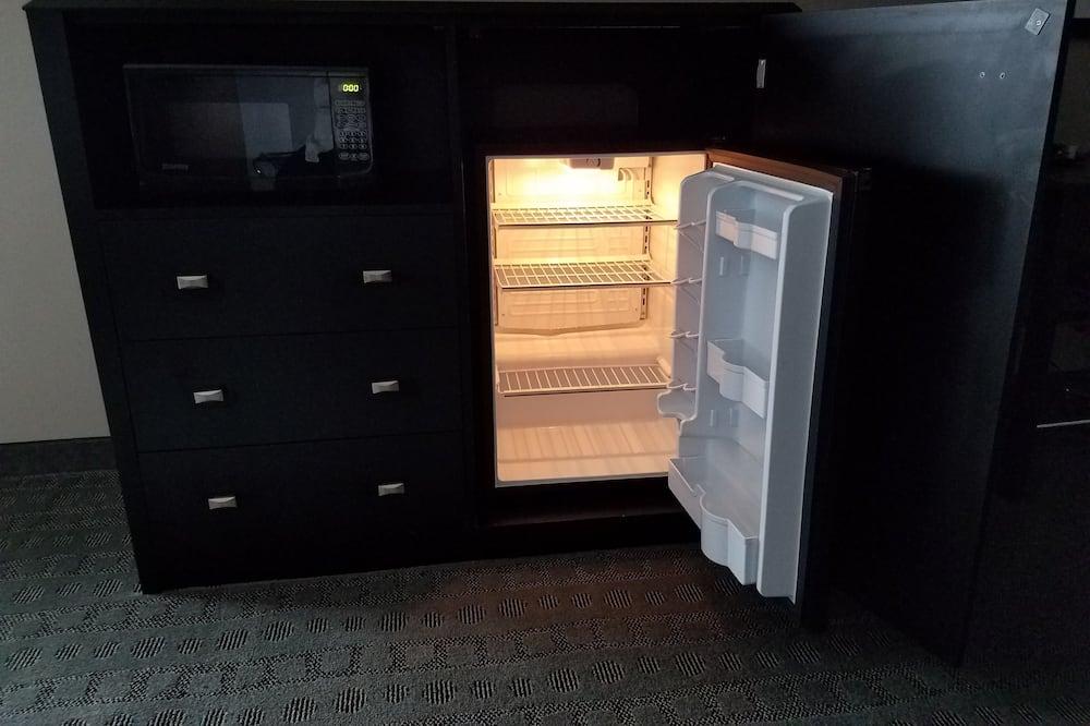 標準客房, 1 張特大雙人床, 無障礙 (Roll In Shower) - 小型雪櫃