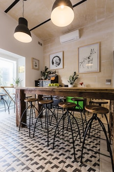 Gambar Two Pillows Boutique Hostel di Sliema