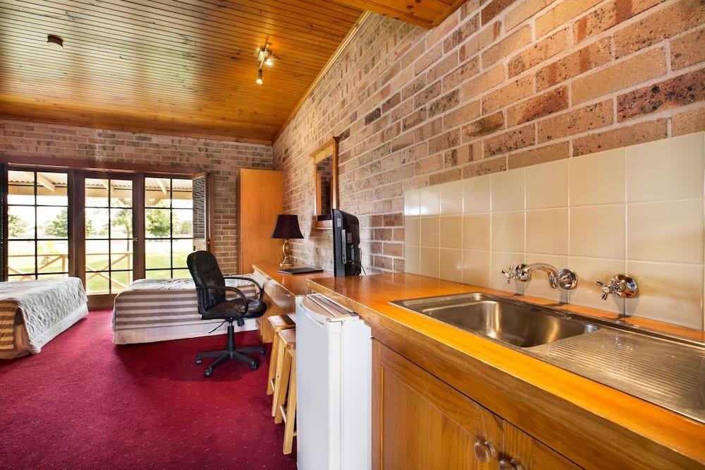 Studio Queen & Single  - Living Area