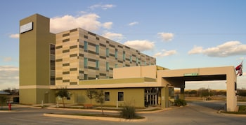 Picture of Malana Hotels & Suites in Cotulla