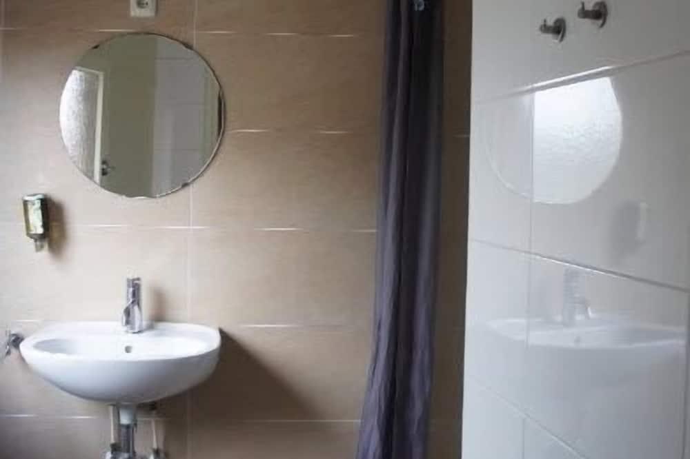Standard dubbelrum - delat badrum - Handfat