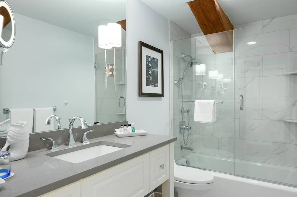City View, 1 King Bed - Bathroom