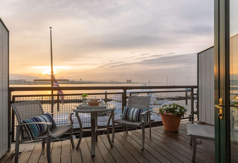 ボストン ヨット ヘブン イン & マリーナ, ボストン, スーペリア ルーム キングベッド 1 台 バルコニー ハーバービュー, 部屋