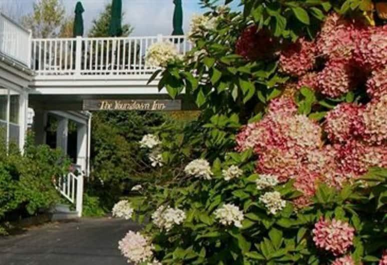 Youngtown Inn & Restaurant, Lincolnville, Garden
