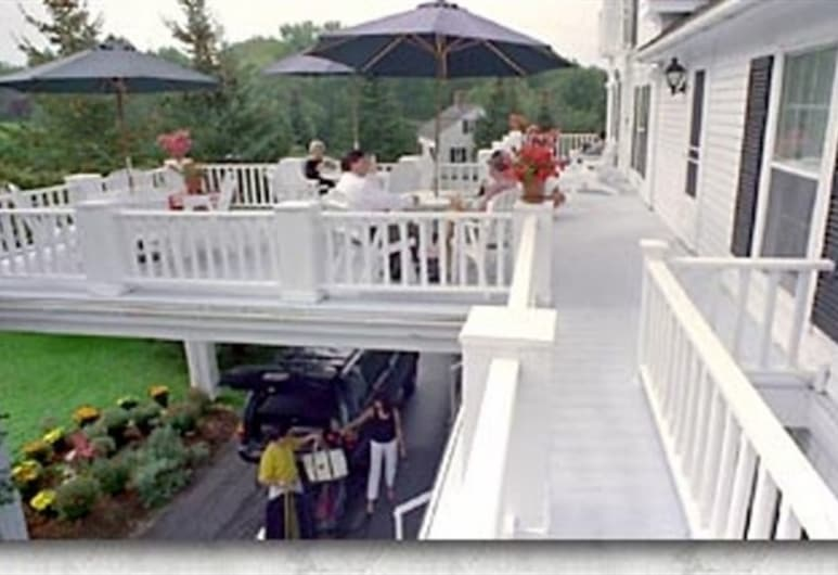 Youngtown Inn & Restaurant, Lincolnville, Terrace/Patio
