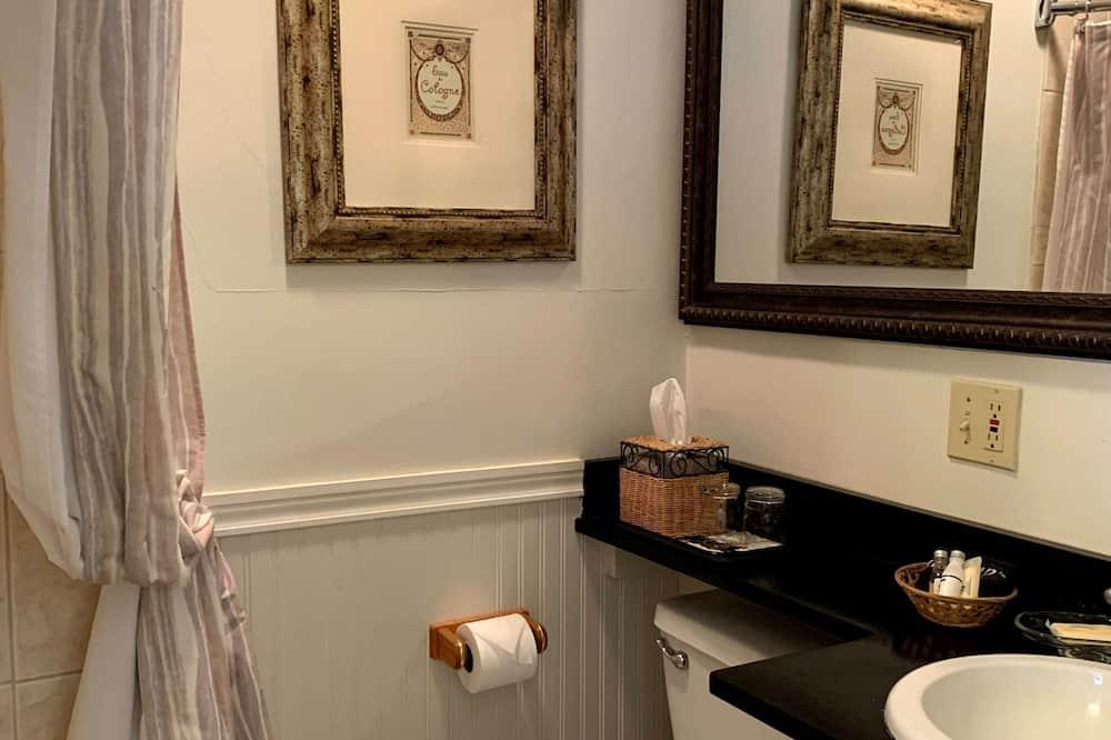 Romantic Room, 1 Queen Bed, Private Bathroom - Bathroom