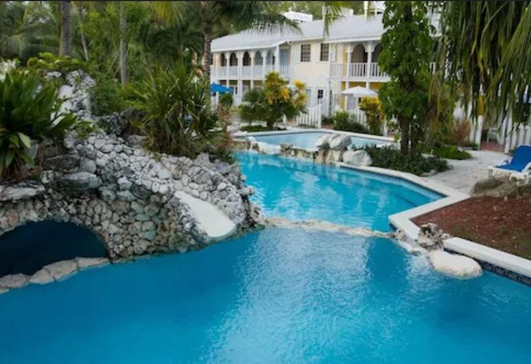 صان رايز بيتش كلوب آند فيلاس, جزيرة بارادايس