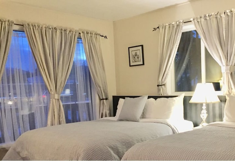 The Piccadilly Motel, Radium Hot Springs, Double Room (#11), Guest Room