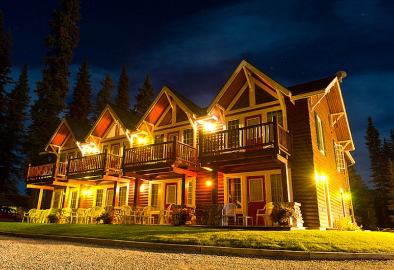 Paradise Lodge & Bungalows, אגם לואיז, חזית הנכס - ערב
