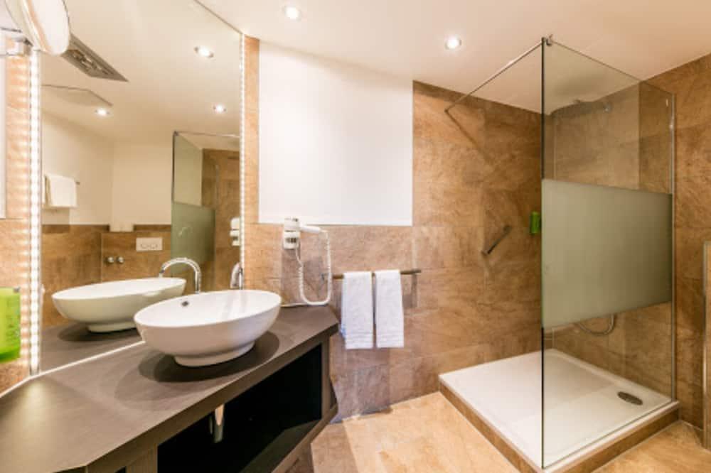 ベーシック シングルルーム クイーンベッド 1 台 - バスルーム