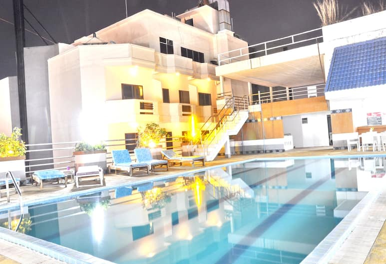 Highfive Hotel, Pattaya, Rooftop Pool