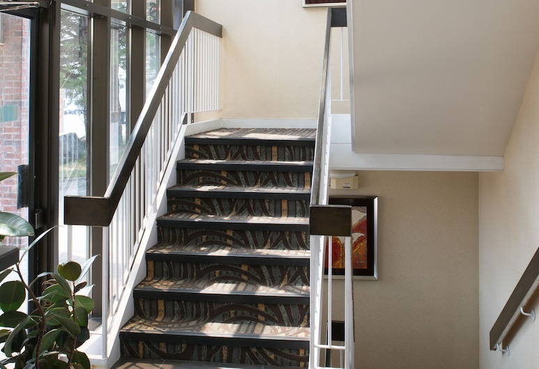 Deluxe Inn, Toronto, Staircase