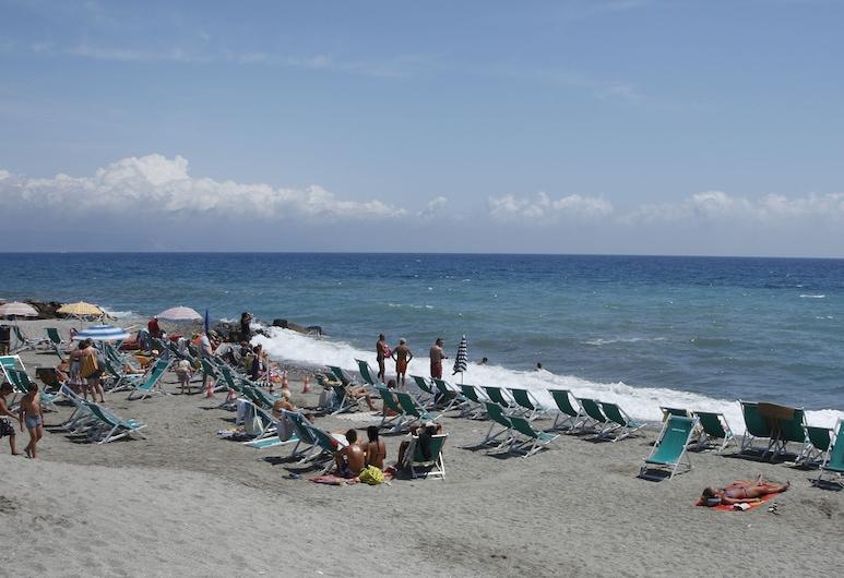 ออโรราเรสซิเดนซ์แอนด์รีสอร์ท, Albenga, ชายหาด