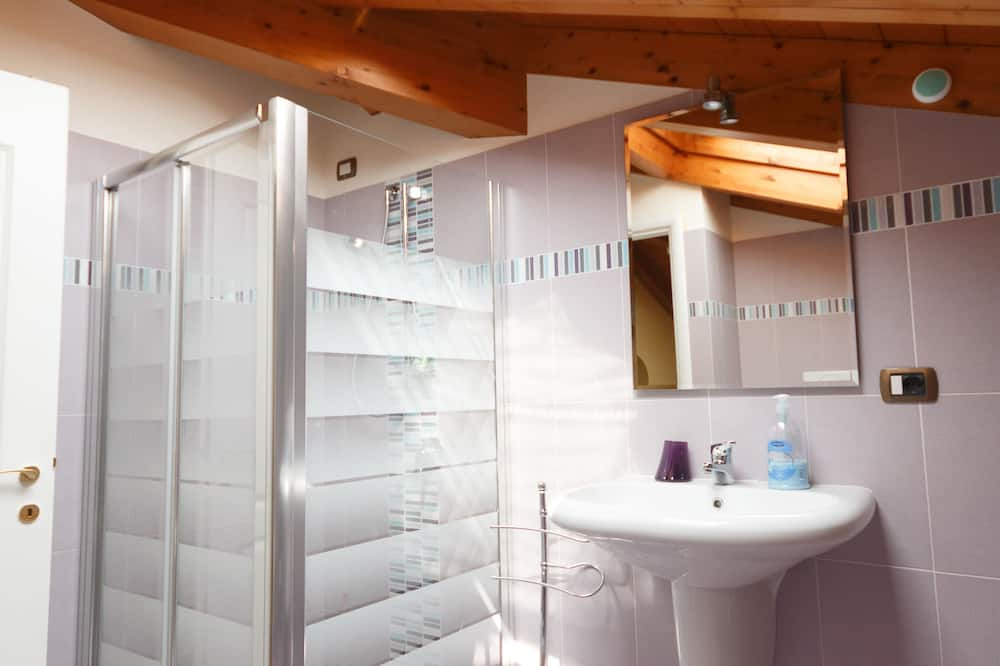 Standard Triple Room (Camera Tripla) - Bathroom