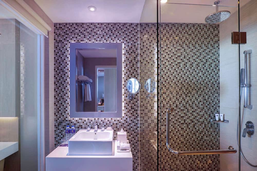 Deluxe soba, 1 queen size krevet, balkon, pogled na bazen - Kupaonica