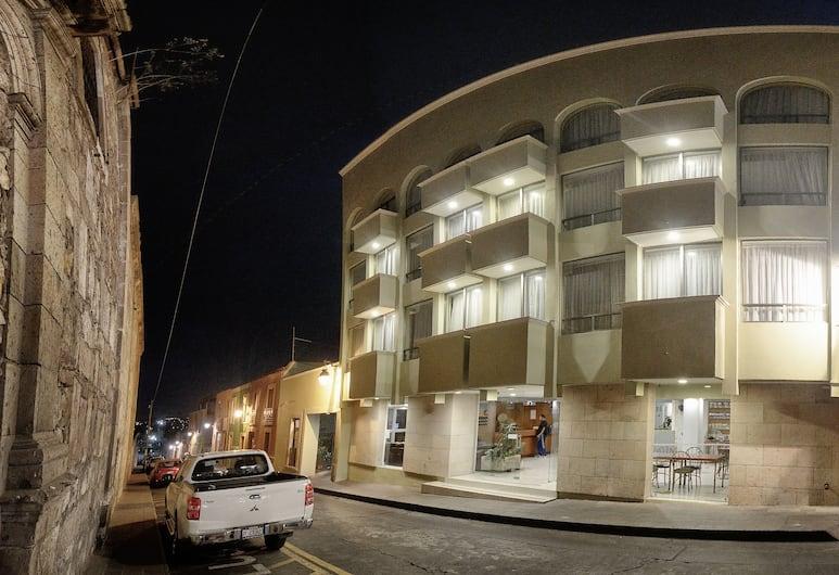 Hotel Qualitel Plus, Morelia, Hotel Entrance