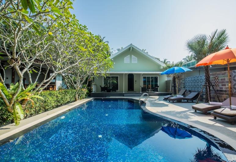 卡塔靜雅別墅, 卡隆, 室外泳池