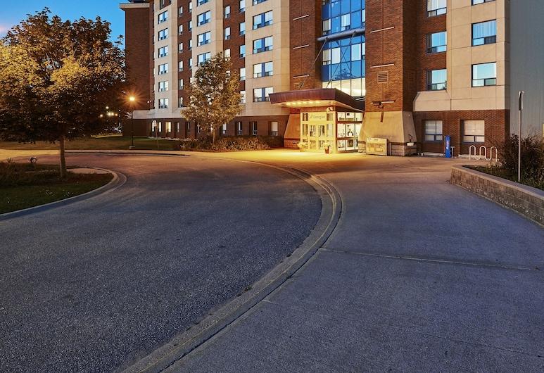 Residence & Conference Centre - Barrie, Barrie, Fachada do estabelecimento (à noite)