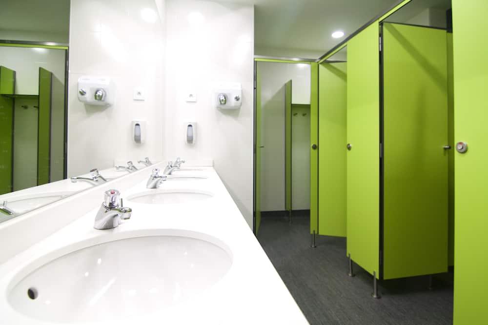 Private 6-Bedroom, shared Bathroom - Bathroom