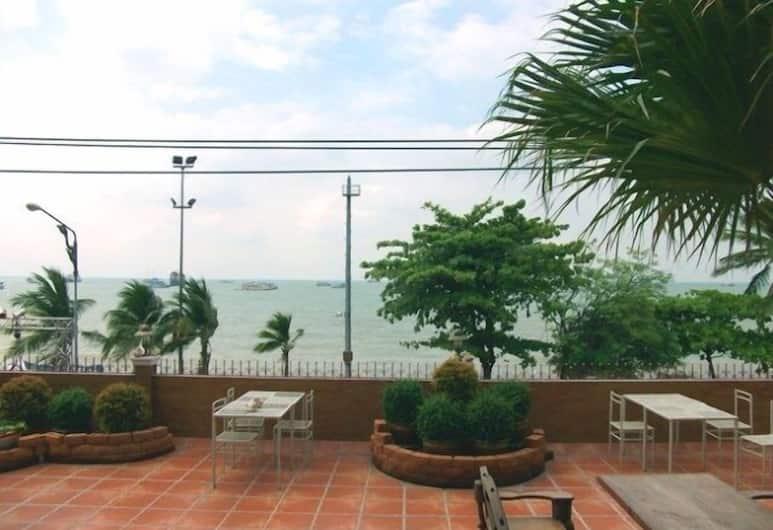 The Red Balcony Inn, Pattaya, Terrace/Patio