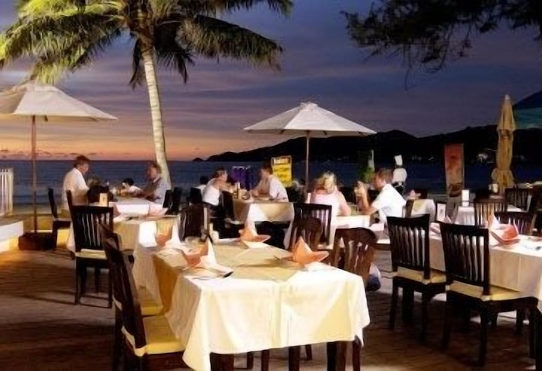 사파리 비치 호텔, 파통, 해변