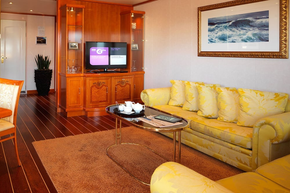 Executive Suite (Yacht Dockview) - Living Room