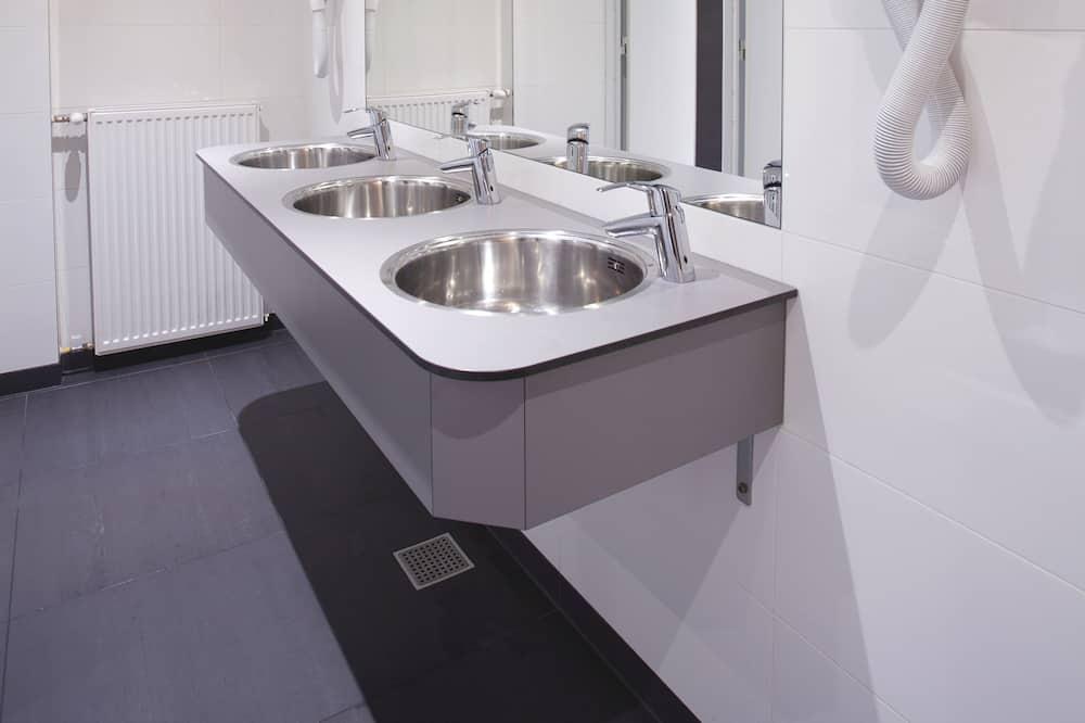 Shared Dormitory, Shared Bathroom (6 Person) - Bathroom