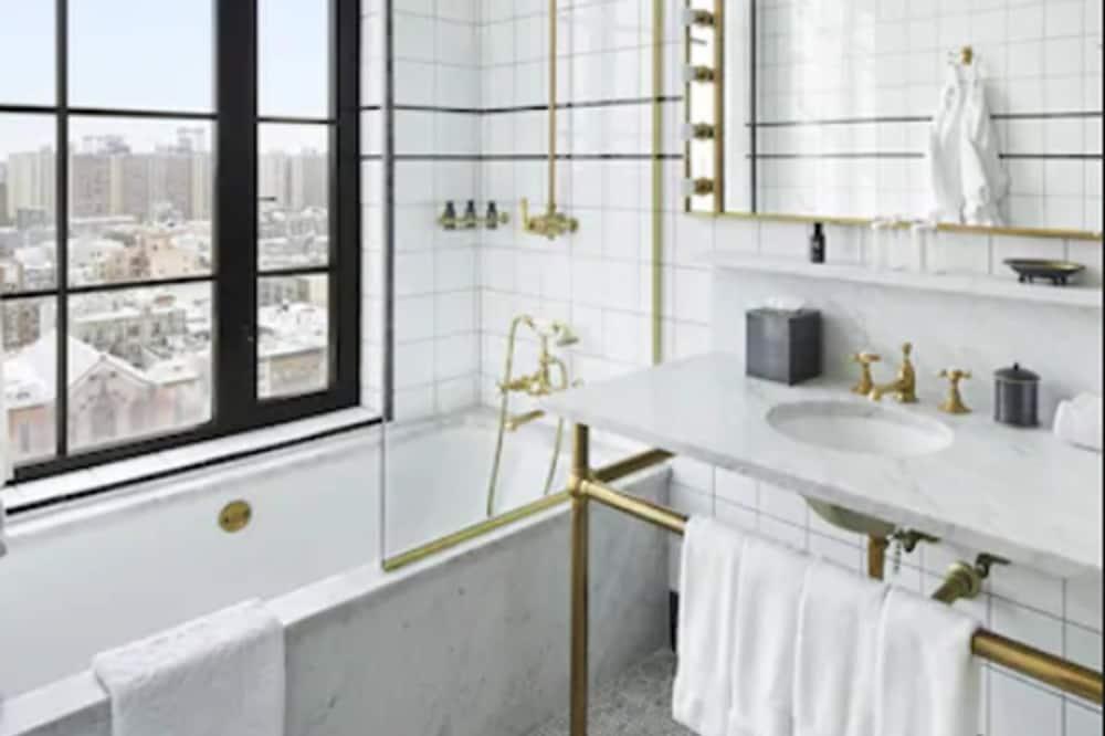Loft (Skybox) - Bathroom