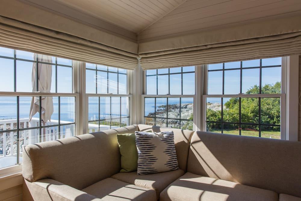 Superior Beach House - Guest Room