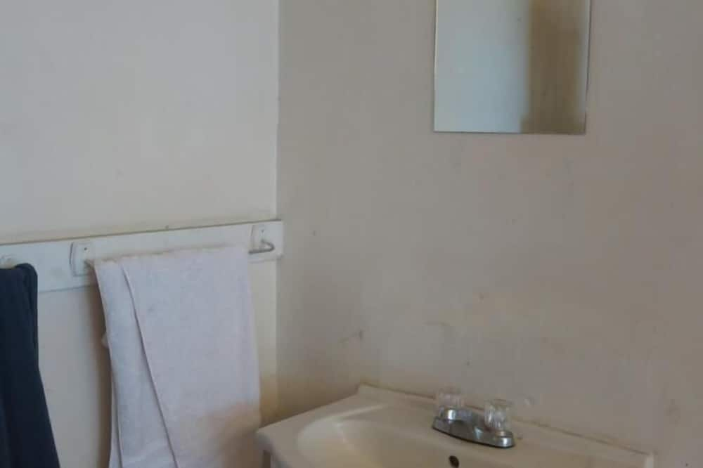 Shared Dormitory, Women only (1 Bed) - Bathroom Sink