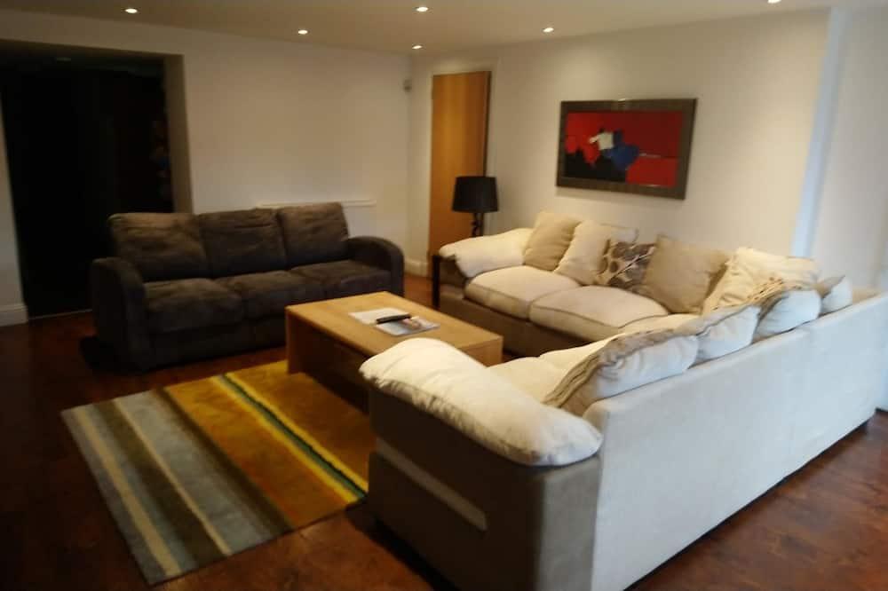 公寓, 4 間臥室 (Basement Level or 2nd Floor) - 客廳