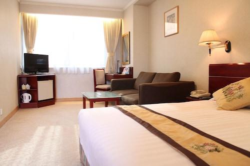偉晴軒酒店/