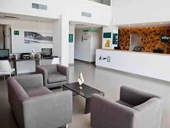 在卡门城的卡门机场城市快捷青年酒店照片