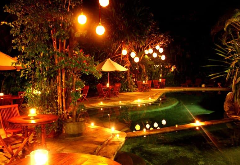 普里巴里森達納渡假村, 水明漾, 室外泳池