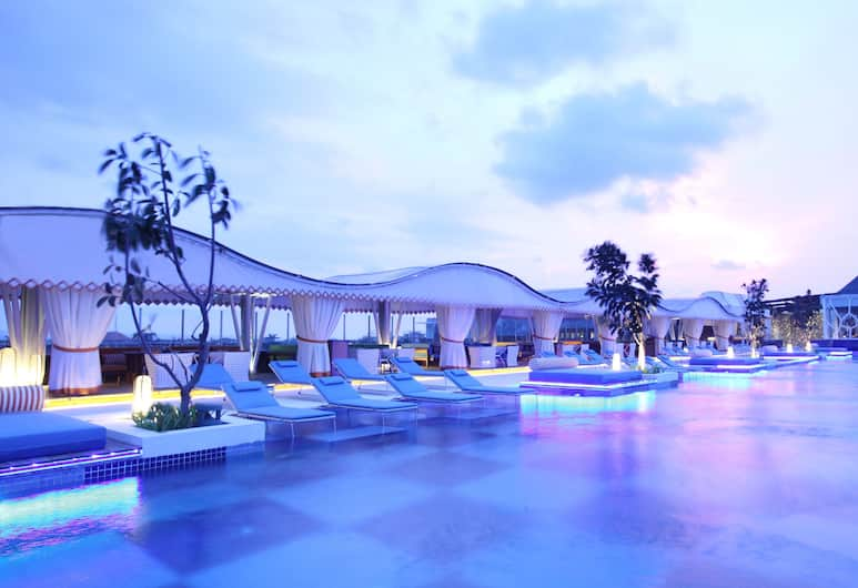 TS Suites Bali, Seminyak, Luxusný bazén
