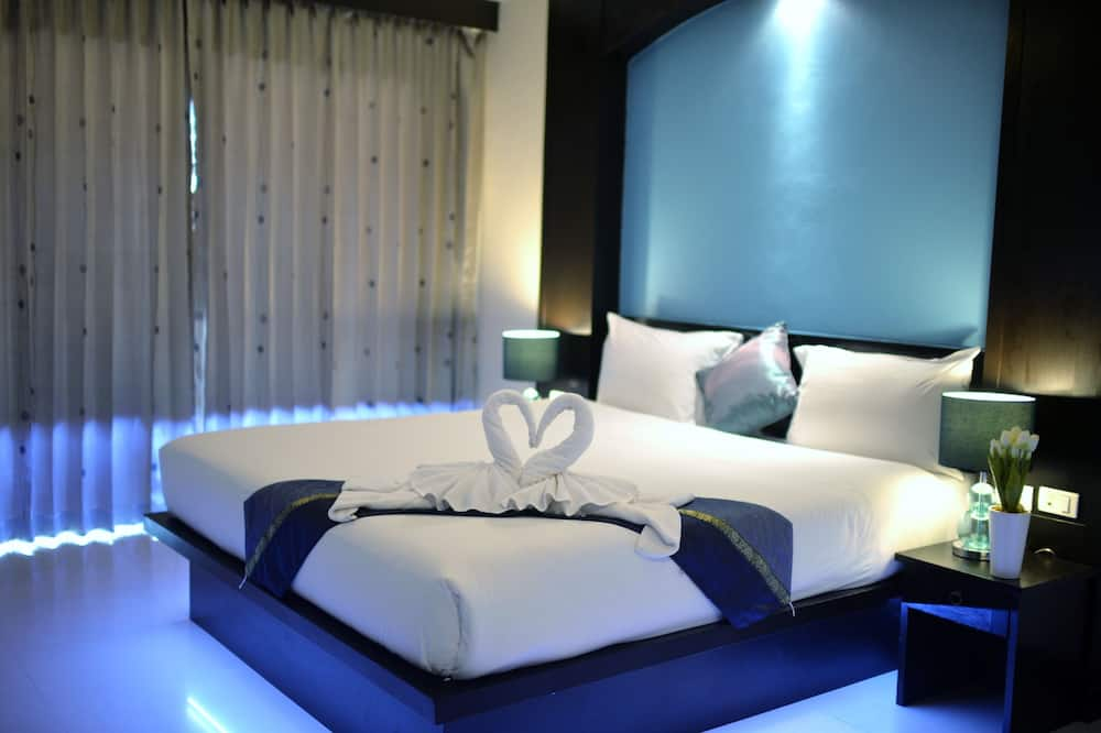 Deluxe Room with Balcony - Guest Room