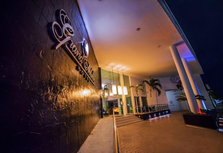 Hotel Grand Marlon, Chetumal, Fachada del hotel de noche