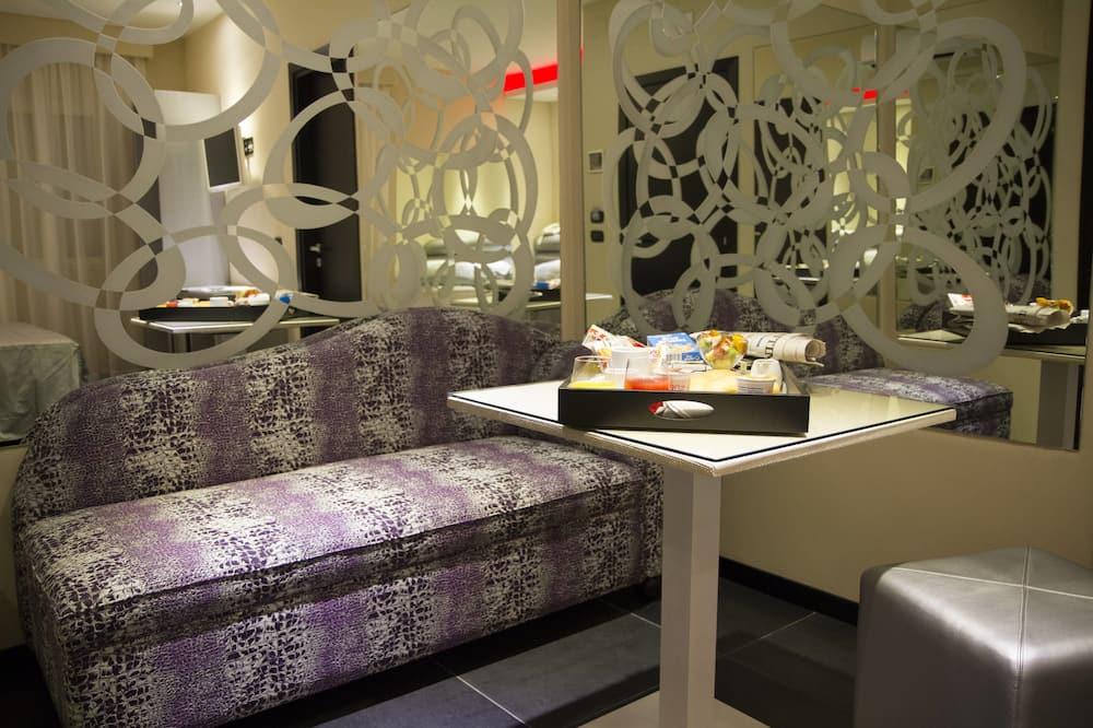 Suite, bathtub - Tempat Makan Di Kamar