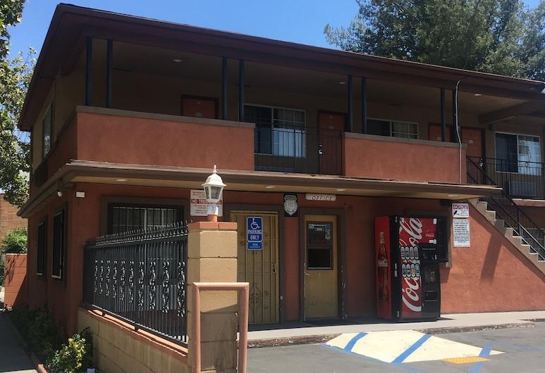 Passport Inn Pomona, פומונה