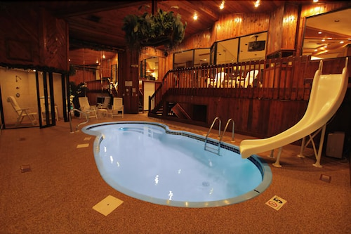 . Book Sybaris Pool Suites Indianapolis in Indianapolis   Hotels com